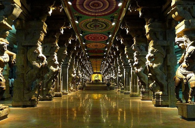 The beautifully sculptured corridor, Madurai