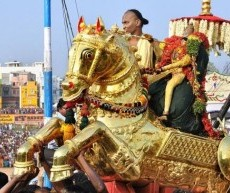 Sri Kallazhagar Vaigai Aatril Ezhuntharural 2019